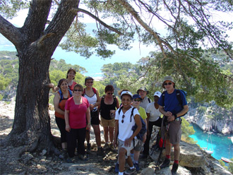 Marcheurs dans les calanques - Walkers in the Cassis Inlets